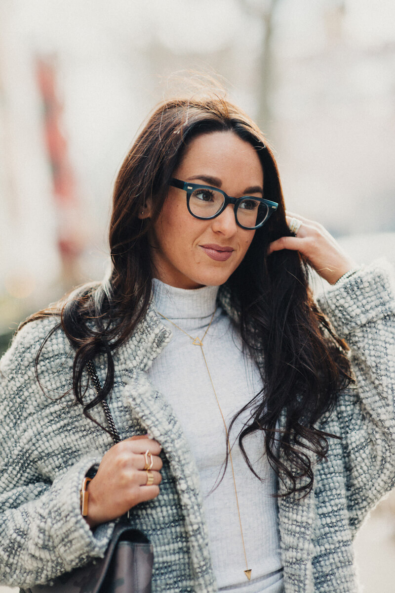 Guys Make Passes At Girls In Glasses   thevillagevogue.com